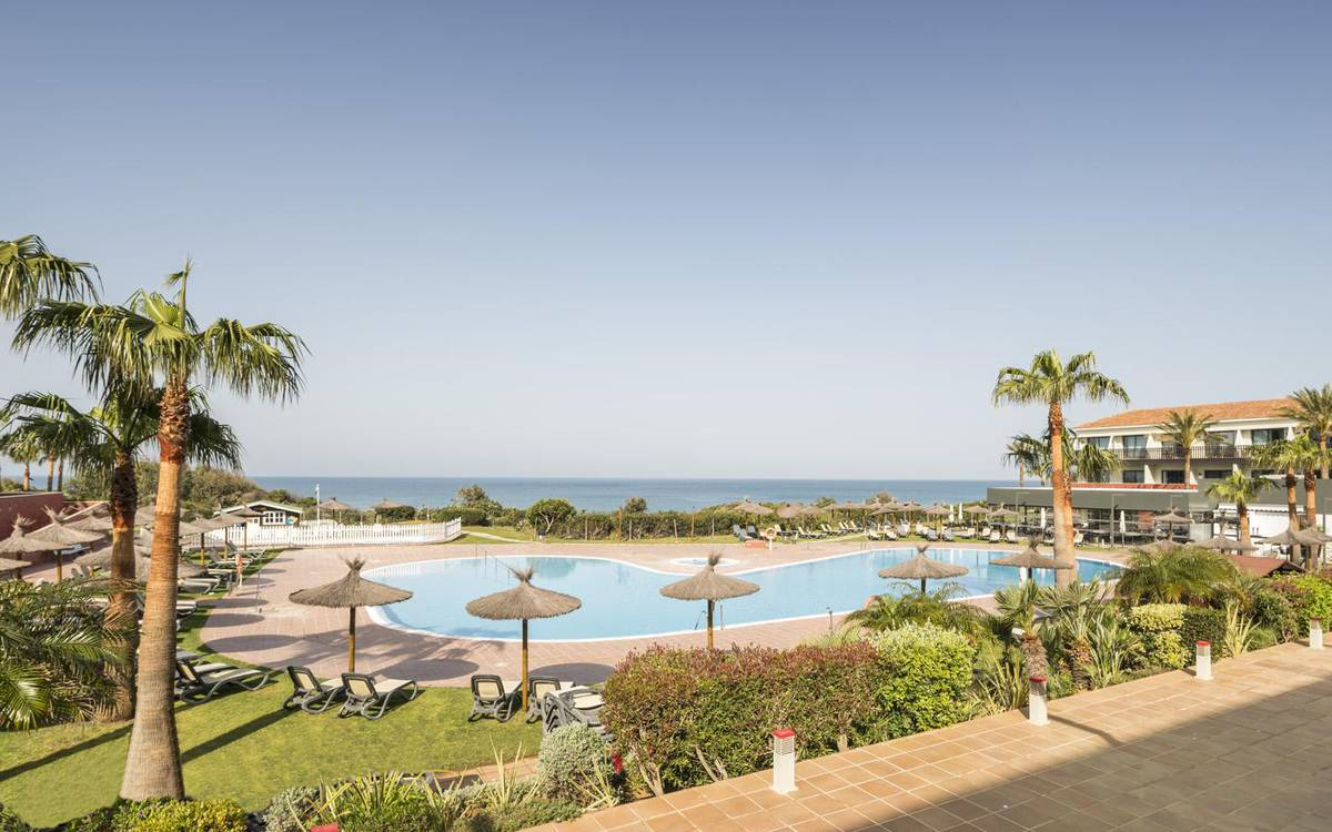 Outdoor swimming pool hotel ilunion calas de conil conil de la frontera