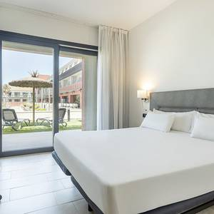 Disabled accessible room Hotel ILUNION Calas de Conil Conil de la Frontera